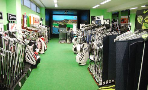 Golfoutletstores München - Foto im Ladengschäft: Golfschläger & Testrange