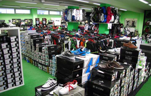 Golfoutletstores München - Foto im Ladengschäft: Golfschuhe Überblick